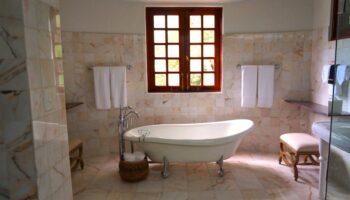 ergonomic bathtub