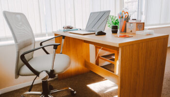 ergonomic chairs with neck support